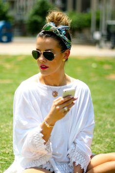 How To Wear Head Scarves Or So Called Bandanas This Summer. Cuida la moda, pero cuida tus ojos controlandolos cada año, lee en nuestro blog sobre como Descansar frente a la PC