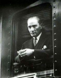Bu toprakları yurt edinmiş,tüm insanları kucaklayan millet kavramını öğreten #Atatürk'e minnettarız...!