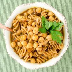 Vegan Chickpea Noodle Soup Quinoa Vegetable Soup, Vegetable Noodles, Vegetable Soup Recipes, Beef Stew Crockpot Easy, Vegan Chicken Noodle Soup, Cooking Garbanzo Beans, Vegetarian Soup, Vegan Soups