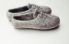Men's Eco felted organic wool house shoes  |  These hand-made slippers are felted from organic SKUDDE sheep wool. The rough wool of Skudden sheep massage the feet, improve the bloodstream, reduce pain, soothe inflammation and improve the mood. Wool are natural antiseptics. Microorganisms and mites can not survive in wool as it is air permeable, and can absorb moisture up to the 40 % of its own weight, but is dirt-proof.
