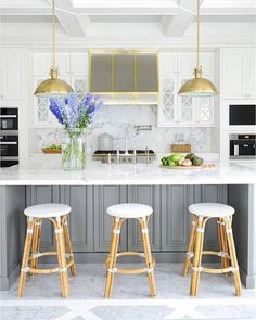 Today I'm so excited to share a little Q&A with the fantastic interior photographer @tracey_ayton! She has too many publications to count, including @styleathome, @houseandhomemag, and @marthastewart to name a few. Hop over to the blog to read how she got where she is today. This kitchen is from a recent shoot Tracey completed, designed by @kdesigninc whom we are both pretty huge fans of to say the least