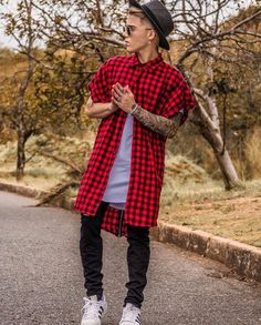 One great thing about men's fashion is that while most trends come and go, men's wear remains stylish and classy. Androgynous Fashion, Tomboy Fashion, Fashion Outfits, Fashion Styles, Style Fashion, Mode Streetwear, Streetwear Fashion, Stylish Mens Outfits, Cool Outfits