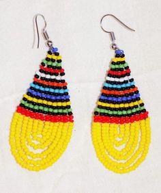 beaded earrings making Beaded Earrings Patterns, Seed Bead Earrings, Beading Patterns, Beaded Jewelry, Hoop Earrings, Seed Beads, Glass Bead Crafts, Earring Tutorial, Native American Beading