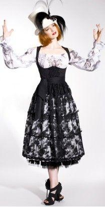 Dirndl Queen | Dirndlherz Designer Dirndl #Tracht #Fashion