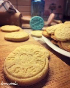 Vaníliás keksz Cookies, Desserts, Recipes, Food, Haha, Crack Crackers, Tailgate Desserts, Deserts, Eten