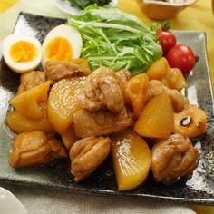 鶏肉と大根をお酢で煮込む「鶏大根のさっぱり煮」はいかがでしょうか?程よくお酢が効いた、やみつきになる味わいです。お酢の力でお肉も柔らかくなり、まさに絶品そのもの!ご飯もお酒もすすむので、子供から大人まで楽しめるひと品です。