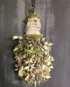 een blog over alles wat met wonen en tuinieren te maken heeft. Rustic Barn Homes, Decoration Inspiration, Festival Decorations, How To Make Wreaths, Dried Flowers, Spring Time, Garland, Diy And Crafts, Projects To Try