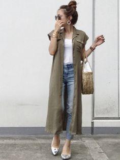 UNIQLOのタンクトップを使ったriiiii_yupauhaのコーディネートです。WEARはモデル・俳優・ショップスタッフなどの着こなしをチェックできるファッションコーディネートサイトです。 Vest Coat, Duster Coat, Retail Therapy, Business Casual, Daily Fashion, Me Too Shoes, Harajuku, How To Look Better, Style Inspiration