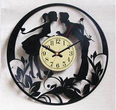 Vinyl Record horloge  amour / Laser Cut Wall Clock / par VinylImage