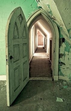 Dundas Castle is an amazing piece of abandoned American history