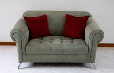 Sofá Princesa, en variedad de colores, sus medidas externas 1,40  de ancho * 0,84 de fondo - $ 689.000 Chesterfield Chair, Love Seat, Accent Chairs, Couch, Furniture, Home Decor, Game Room, Colors, Princess