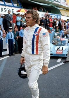 Steve McQueen in the film Le Mans Steve Mcqueen Le Mans, Steve Mcqueen Style, Jackie Stewart, Classic Hollywood, Old Hollywood, Hollywood Actresses, Birgitte Bardot, Steeve Mcqueen, Le Mans 24
