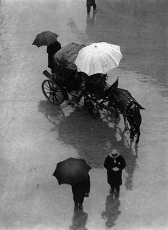 Martin Munkacsi: Palermo, Sicily, 1927.