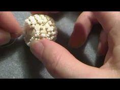 Tutorial con superduo: come rivestire una sfera con perline. Sfera Tiki - YouTube