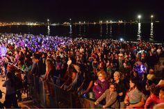 """Puerto Madryn comenzó a festejar sus 150 años al """"Rojo Vivo"""" http://www.ambitosur.com.ar/puerto-madryn-comenzo-a-festejar-sus-150-anos-al-rojo-vivo/ Unas 25 mil personas se concentraron anoche en el escenario mayor de Brown y Lugones. También se presentaron las bandas locales """"LeDub Misterio"""" y """"La Zona"""" con un show de primer nivel   Unas 25 mil personas se congregaron anoche en avenida Brown y Lugones para vibrar junto a """"La Banda al"""