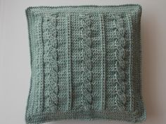 Kabel kussen (met link naar gratis patroon) / cable cushion (with link to free pattern)