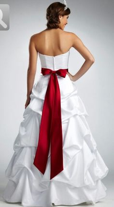 Red and white wedding dress... Want mine to look like this :)