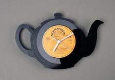 Super cool clocks made from old records - Beauty will save Vinyl Record Crafts, Vinyl Record Clock, Vinyl Crafts, Vinyl Art, Record Wall, Lps, Old Vinyl Records, Cool Clocks, Wall Clock Design