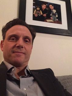 """""""@tonygoldwyn: Backstage at @JimmyKimmelLive !!! @ScandalABC @Divergent """" HEY, IF YOU'RE THERE CAN MELLIE AND I.....?"""