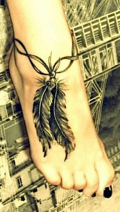 tolle tattoos ideen tattoo fuß schön feder knöchelband