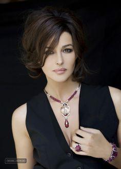 Monica Bellucci ~ classic style & beauty . La beauté italienne