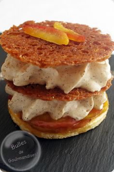 Mille feuille croustillant : pomme et chantilly au mascarpone - Torey Rampley French Desserts, Köstliche Desserts, Delicious Desserts, Yummy Food, Desserts With Biscuits, Chefs, Sweet Recipes, Food To Make, Food Porn