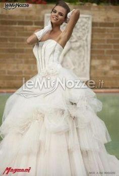 http://www.lemienozze.it/operatori-matrimonio/vestiti_da_sposa/silwa_sposa/media/foto/1  Abito da sposa con gonna ampia