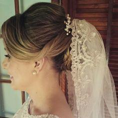 #flaviayukiehairstylist #pousoalegre #noivas #penteadodivo #penteado #coque #penteadosmodernos #hairstylist #hairstyle #pousoalegre #suldeminas #makingof #atendimentovip