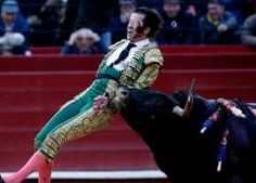 Video muestra momento exacto en que torero recibe fuerte cornada