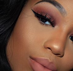 Matching eye and lip color. #wingonpoint