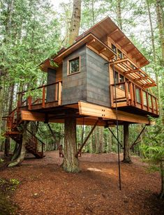 San Juan Islands Treehouse Captivates with Modern Design — Nelson TreehouseYou can find Tree house designs and more on our website. Beautiful Tree Houses, Cool Tree Houses, Treehouse Masters, Treehouse Living, Treehouse Cabins, Treehouse Ideas, Tree House Plans, Diy Tree House, Simple Tree House