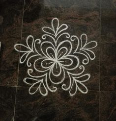 Small Rangoli Design, Rangoli Designs Diwali, Rangoli Patterns, Diwali Rangoli, Rangoli Ideas, Beautiful Rangoli Designs, Kolam Designs, Indian Rangoli, Mandala Design