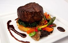 Plate Presentation for Steak Wedding Food Menu, Reception Food, Wedding Entrees, Wedding Catering, Gourmet Recipes, Cooking Recipes, Detox Recipes, Food Plating, Plating Ideas