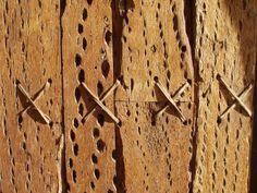 Puerta iglesia San francisco de Chiu-Chiu construida con madera de cactus. Fotografía tomada por MAMC-TOÑA
