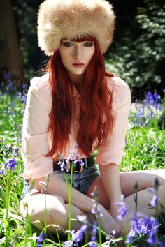 Red Hair Shades is a more like a gallery with many pictures of red hair colors and a great source of inspiration. If you want to dye your hair red, take a look first and choose your shade. Shades Of Red Hair, Red Hair Color, Hair Colours, 50 Shades, Beautiful Hair Color, Beautiful Redhead, Auburn, Dye My Hair, Sexy Hot Girls