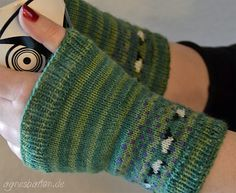 stitcherywitchery:  Greenway Sheep – a free pattern for knit fingerless mitts by Agnes Barton.