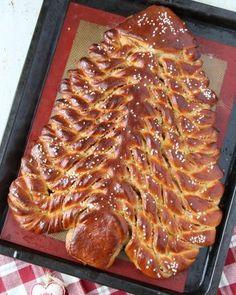 Boller og kanelboller - tangzhong style - krem.no Waffles, Dessert, Baking, Breakfast, Food, Brioche, Morning Coffee, Deserts, Bakken