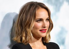 Weave Hairstyles and indian hairstyles Medium Hair Cuts, Medium Hair Styles, Curly Hair Styles, Short Bob Hairstyles, Cool Hairstyles, Wedding Hairstyles, Natalie Portman, Bombshell Beauty, Girl Haircuts