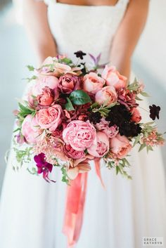 BRIDE CHIC: FLOWERS AND FASHION