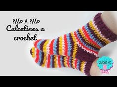 Crochet Koozie - Tutorial Calcetines a crochetCrochet Zig Zag - Free Crochet Border Tutorial: Shell Edging Stitch with Beads Calcetines con ochos y con dos agujas//Socks with cables and two needles Crochet Zig Zag, Crochet Socks Pattern, Crochet Shoes, Crochet Slippers, Crochet Clothes, Crochet Stitches, Baby Blanket Crochet, Crochet Baby, Free Crochet