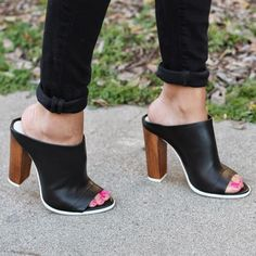 This '90s-inspired shoe on style blogger Pursuit Of Shoes will be one of your most versatile pairs yet. #Shoes #SummerStyle
