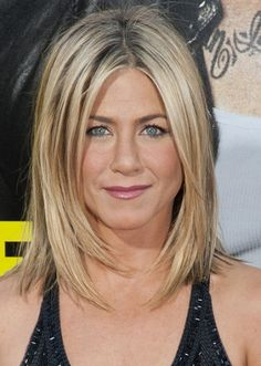 Jennifer Aniston credits her age-defying body to a strict program of diet and yoga that's been revealed in a new book. Aniston's friend and longtime trainer, Mandy Ingber, wrote about the . Jennifer Aniston Bob, Jennifer Aniston Pictures, Jennifer Aniston Hairstyles, Bob Hairstyles 2018, Bob Hairstyles For Fine Hair, Short Hairstyles For Women, Hairstyles Men, Shaggy Hairstyles, Modern Hairstyles