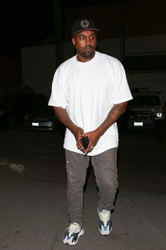 Kanye West wearing  Yeezy Season 5 Crest Hat, Adidas Yeezy Wave Runner 700, Helmut Lang Painter Jeans Indie Fashion Men, Pop Fashion, Urban Fashion, Streetwear Fashion, Kanye West Outfits, Kanye West Style, Kanye West Fashion, Men Street Look, Street Wear