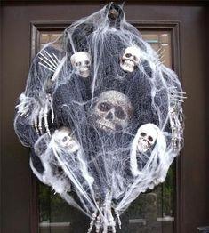 Spooky Halloween, Porche Halloween, Halloween Veranda, Halloween Door Wreaths, Creepy Halloween Decorations, Halloween Celebration, Halloween Porch, Diy Halloween Decorations, Holidays Halloween