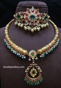 Jewelry Design Earrings, Gold Earrings Designs, Ear Jewelry, Gold Designs, Necklace Designs, Gold Jewelry, Jewelery, Silver Jewellery Indian, Temple Jewellery
