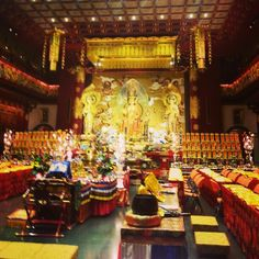 Inside the Buddha tooth temple, Singapore