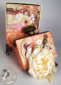 Here's the mini hidden inside @Jim Schachterle Schachterle Schachterle Schachterle Hankins, the Gentleman Crafter's altered box with corresponding mini! Click to see more photos of the mini! #graphic45