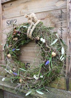 spring wreath krans kranz flowerbulb thyme olive asparagus stoer sober landelijk