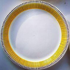 "Polubienia: 4, komentarze: 0 – modern (@modern_old2new) na Instagramie: ""Pottery plate made in Norway by Inger Waage in 60s in Stavangerflint. Plate decor called Bali,…"" Pottery Plates, Coastal Farmhouse, Norway, Scandinavian, Bali, Retro, Tableware, Modern, How To Make"