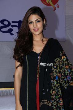 Rhea Chakraborty New Photos Indian Bridal Sarees, Cotton Salwar Kameez, Saree Styles, Saree Wedding, Hottest Models, Indian Wear, Indian Beauty, Fashion Pants, Blouse Designs